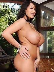 Busty babe Leanne Crow showing youn her big boobs & pussy
